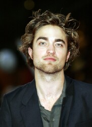 'Twilight' Countdown: Robert Pattinson invites fans to chat