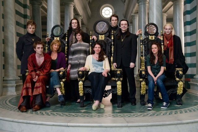 Awesome New Moon Cast Pic!