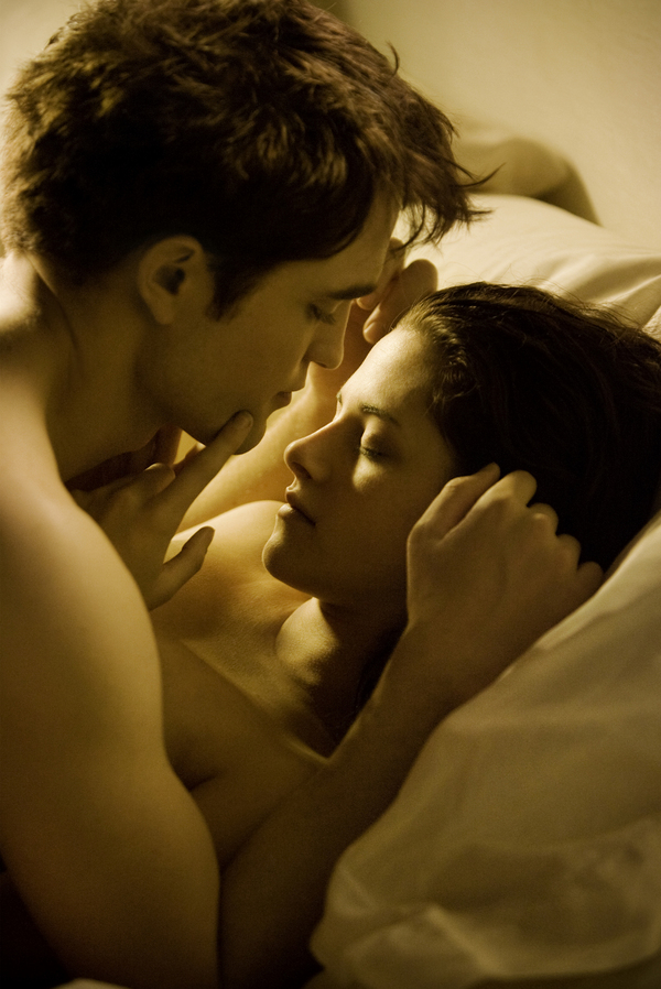 HQ &#8220;Breaking Dawn&#8221; Honeymoon Pic