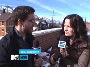 Elizabeth Reaser on Kristen as a Vampire, Mackenzie Foy, & Kristen's Cooking