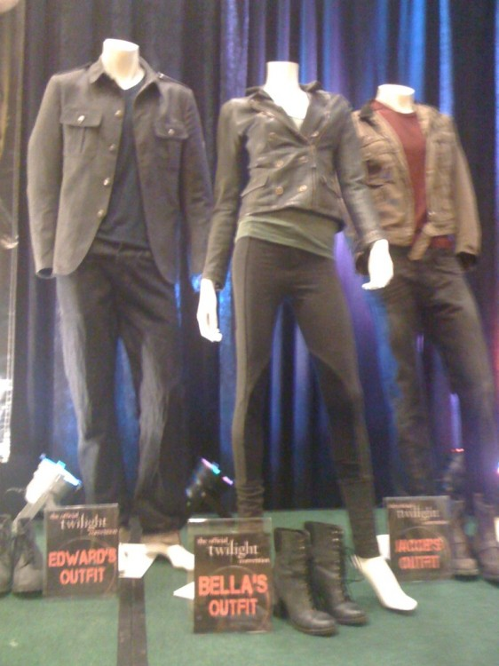 "Photos of Some of Rob, Kristen & Taylor's ""Breaking Dawn"" Costumes!"