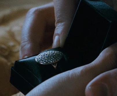 Bella s wedding ring breaking dawn