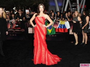 Ashley-Greene-at-Breaking-Dawn-Premiere-5-580x435