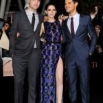 Robert-Pattinson-and-Kristen-Stewart-at-Breaking-Dawn-Premiere-12-435x580