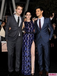 Robert-Pattinson-and-Kristen-Stewart-at-Breaking-Dawn-Premiere-12-435x580
