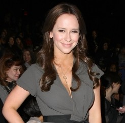 "Jennifer Love Hewitt's Gonna Try to Keep It ""Professional"" at the ""Breaking Dawn"" Premiere"